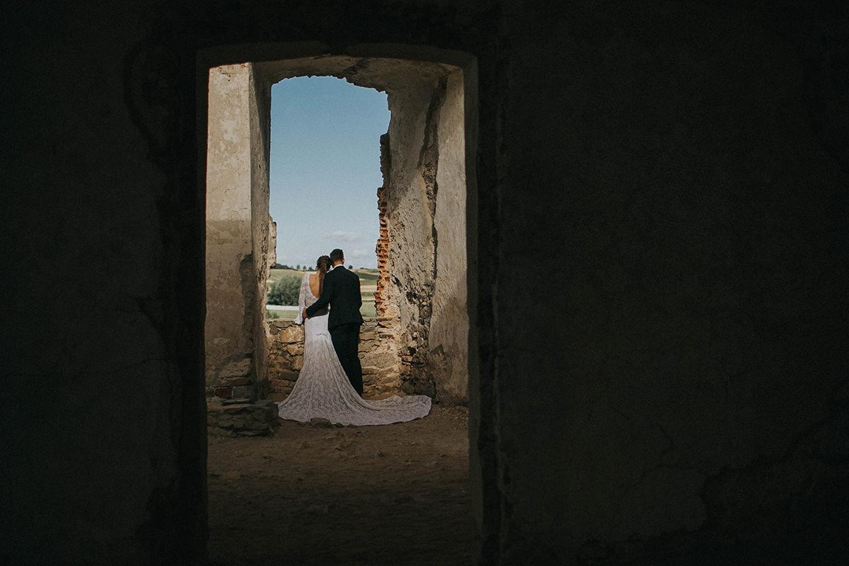 Fotografia-slubna-krakow-sesja-na-zamku-sesja-ujazd-krzysztopor
