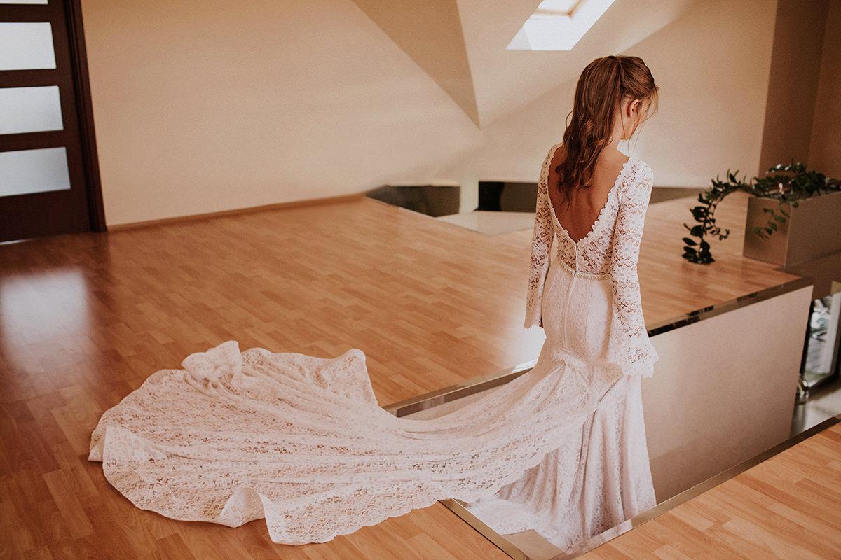 Krakow-fotograf-slubny-piekne-zdjecia-slubne-eleganckie-zjawiskowa-suknia-slubna