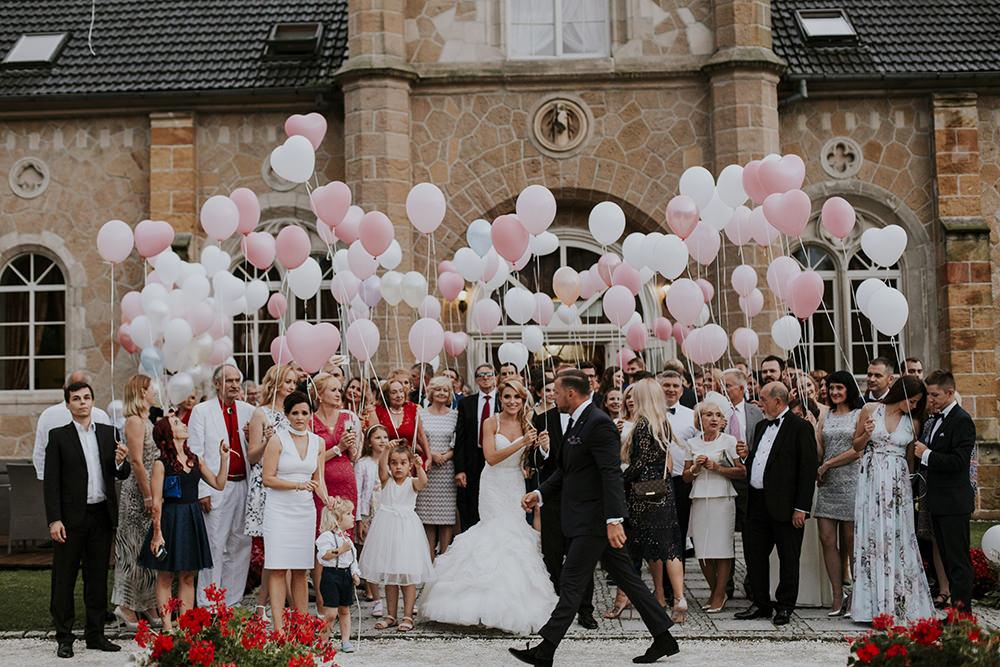 fotograf-slubny-krakow-wesele-palac-brunow-lwowek-slaski-balony-na-weselu