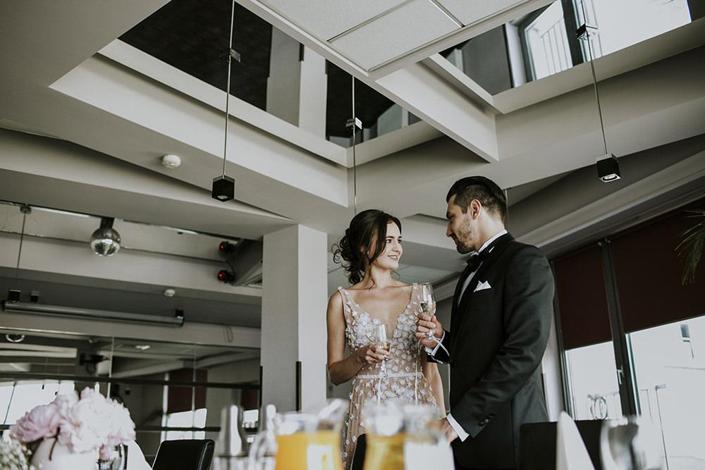 hotel-poleski-kraków-przyjęcie-w-hotelu-poleski-reportaż-ślubny-eleganckie-przyjęcie-zdjęcia-ślubne