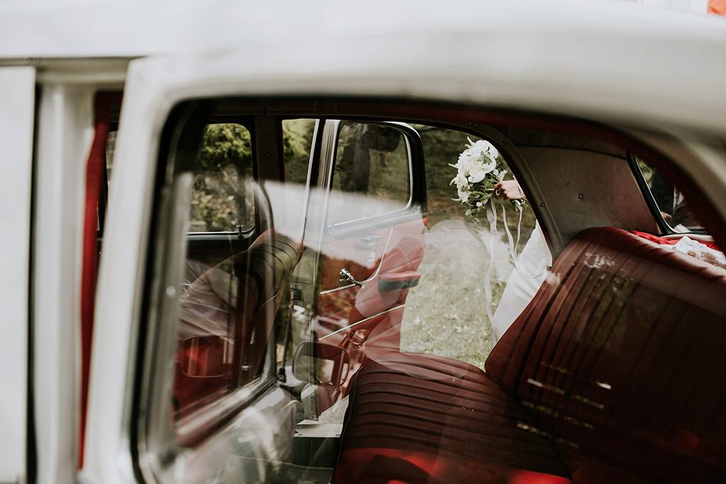 fotografia-slubna-krakow-fotograf-slubny-krakow-piekne-zdjecia-samochod-auto