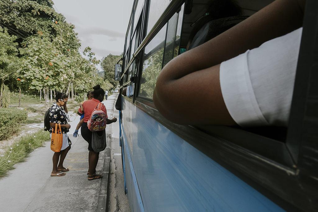 rajskie-wyspy-seszele-seychelles-praslin-ladigue-curiese-autobus