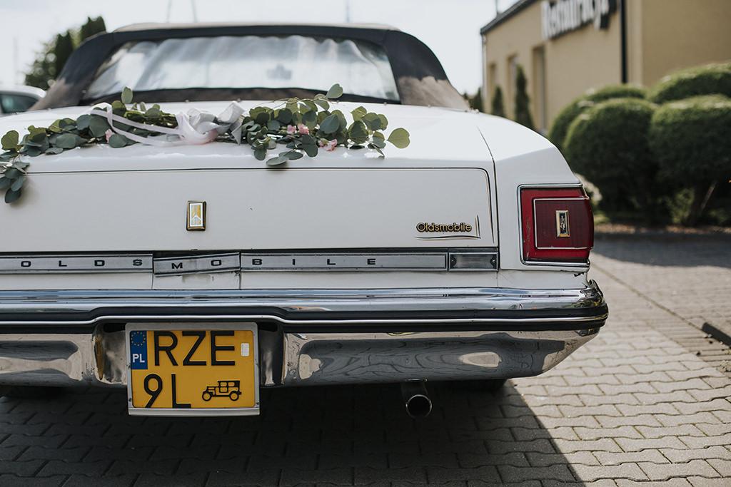 reportaz-slubny-lord-auto-do-slubu-samochod-oldsmobile