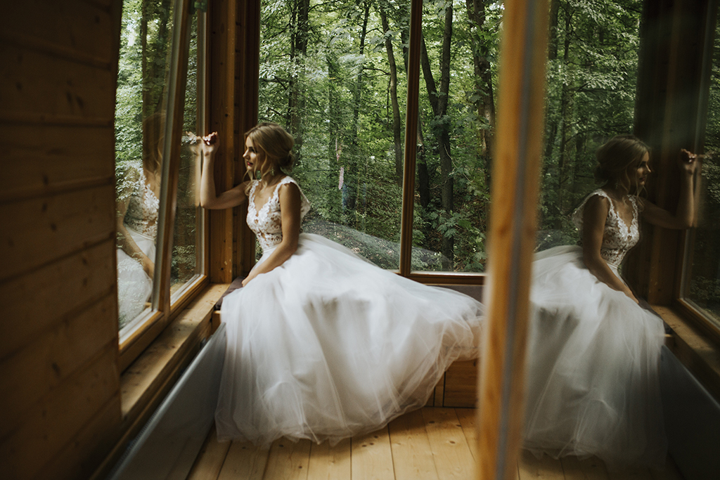 sesja-slubna-w-drzewach-naleczow-suknia-bellovelo