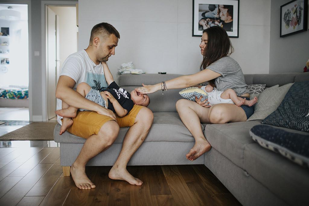 fotograf-krakow-aleksandra-rodzinna-sesja-rodzinna-w-domu-sesja-rodzina-krakow-cztery-kadry-fotograf-rodzinny-krakow