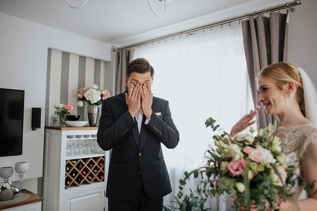 fotografia-slubna-krakow-przepiekny-slub-biala-przystan-sala-weselna-zdjecia-slubne-fotograf-z-krakowa-aleksandra-nowak-fotograf-slubny-krakow-suknie-slubne-justin-alexander-piekny-slub-krakow-fotografia-slubna-malopolska