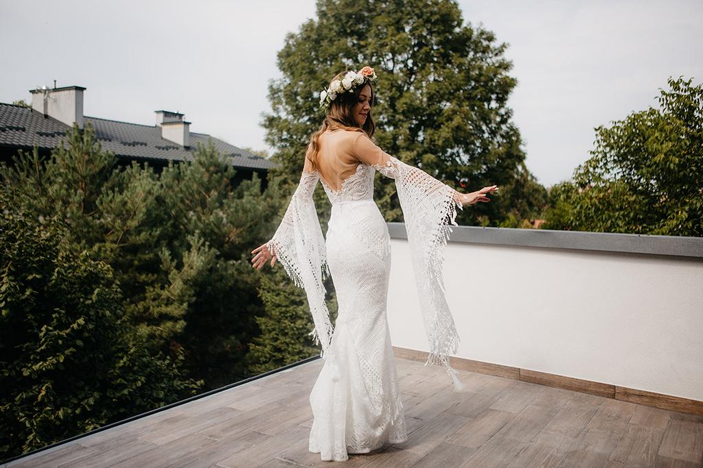 piekny-slub-wesele-w-stylu-hollywood-wesele-w-plenerze-imperial-wedding-fotografia-slubna-krakow-fotograf-z-krakowa-aleksandra-nowak-sesja-zdjeciowa-mustang-suknia-slubna-madonna-wesele-w-stylu-boho-cztery-kadry